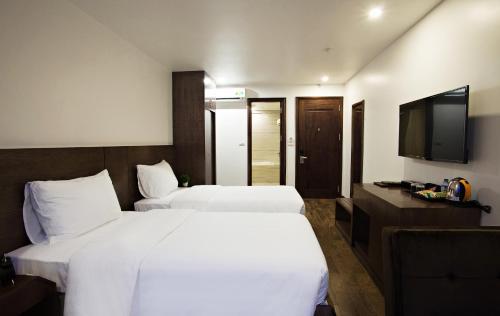 Poonsa Hanoi Hotel, Cầu Giấy
