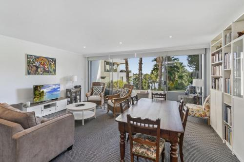 Waterfront resort living with space for the family, Canada Bay - Drummoyne