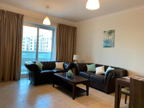 Luxurious 1 Bedroom With Lake View In The Greens,