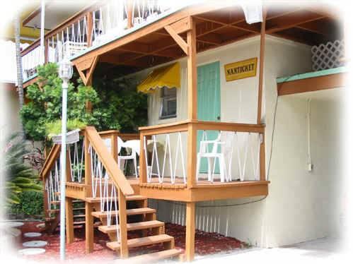 Sun Deck Inn and Suites, Lee