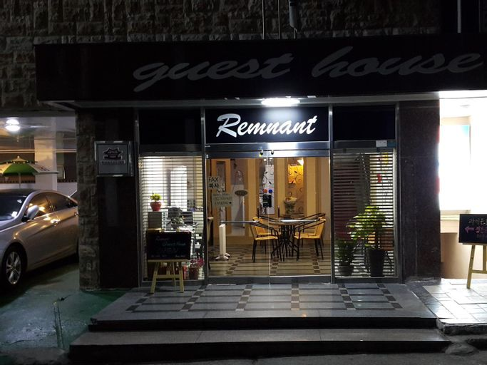 Remnant Guesthouse, Jung