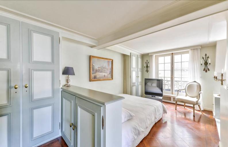 Appartement de charme-Eperon, Paris