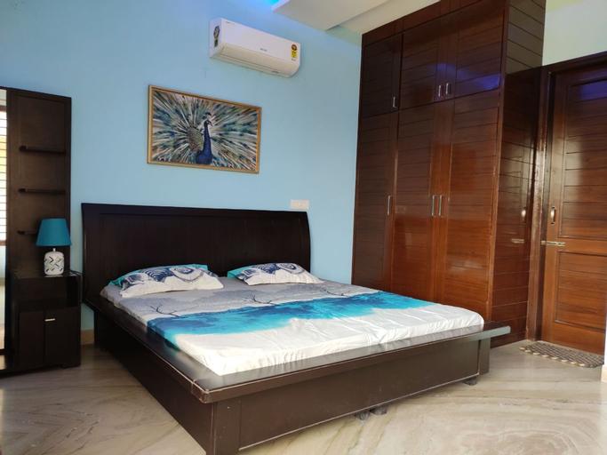 Cozy private room in Mohali, Sahibzada Ajit Singh Nagar
