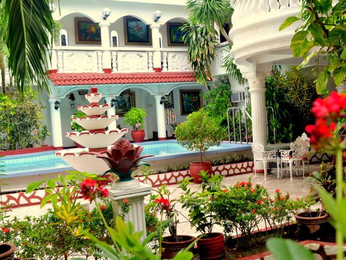 White Castle Hotel and Resort (Pet-friendly), Lian