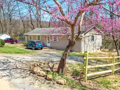 River Front Hideaway, private river access ★, Alleghany