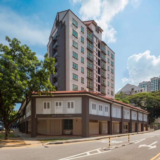 Park Avenue Robertson, Singapore River