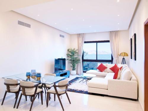 Apartment 004 - Mina Al Fajer,