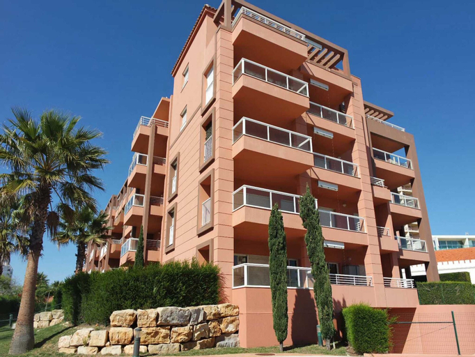 B02 - Fantastic Apartment With Pool Almost On The Sandy Beach by DreamAlgarve, Portimão