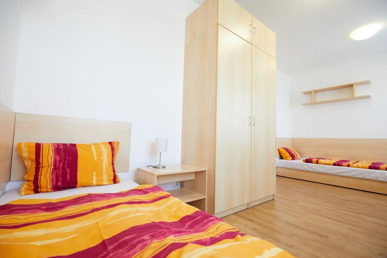 University Hotel, Praha 8