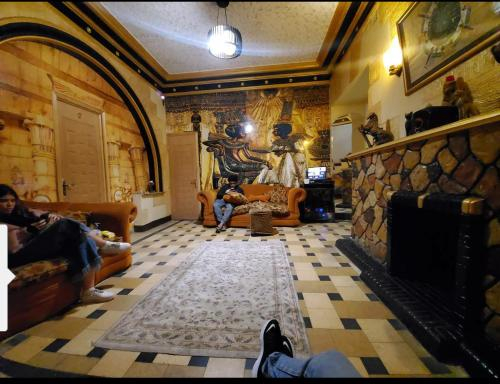 Castle Hotel, 'Abdin