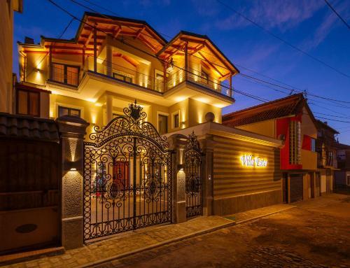 Villa Ester, Korçës