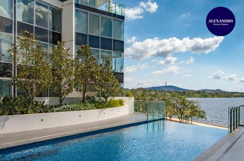 Beautiful Modern Lake View Apartment, Acton