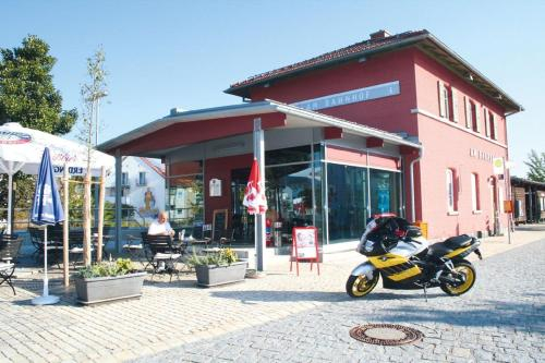 Ubernachten im nostalgischen Bahnwaggon, Straubing-Bogen
