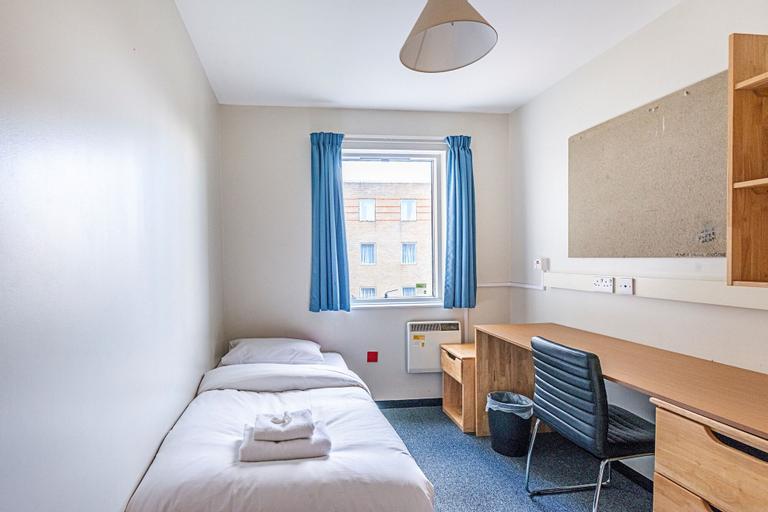 New Cross Gate 26 · Cozy Room Near Eckington Gardens, London