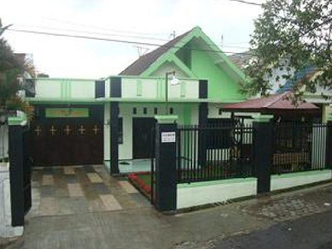 "Villa Keluarga ""Pondok Daun"", Malang"
