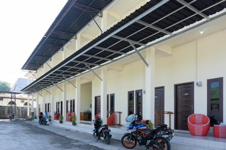 RedDoorz Syariah near Sultan Muhammad Kaharuddin Airport, Sumbawa