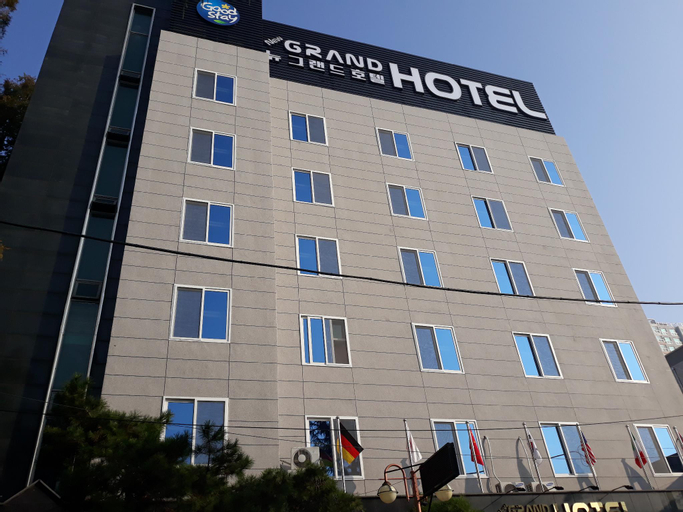 New Grand Hotel, Buk