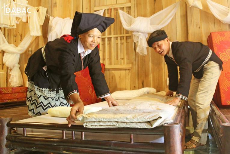 Nhà trệt gỗ truyền thống mát mẻ, Đà Bắc