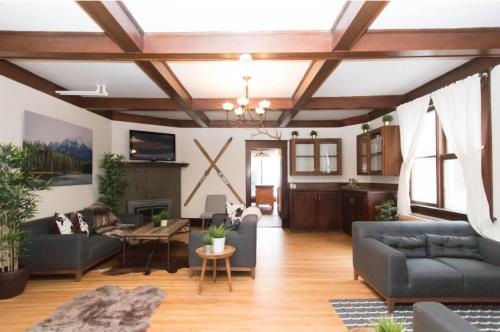 Rocky Mountain Retreat- Enormous House Sleeps 23, Division No. 15