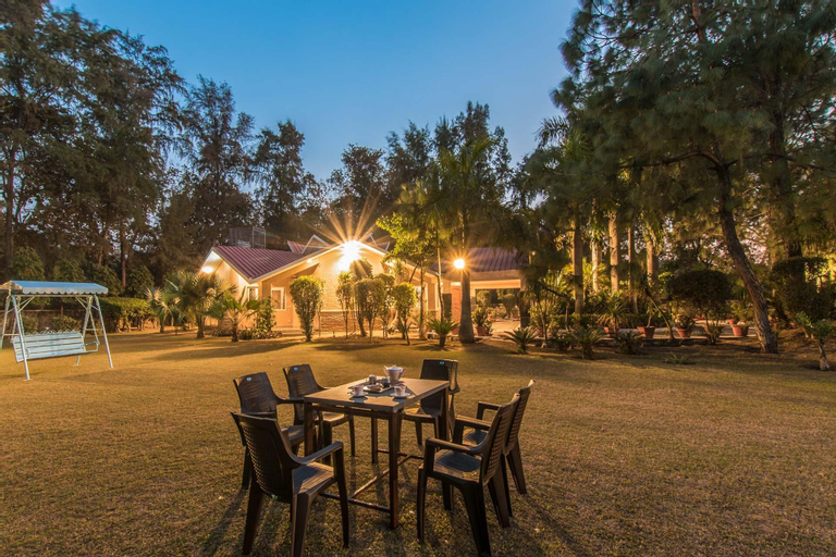Solitude In The Woods by Vista Rooms, Faridabad