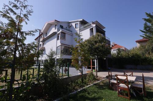 Hotel Familja, Pogradecit