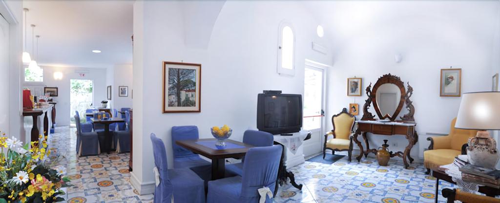 Hotel Toro, Salerno