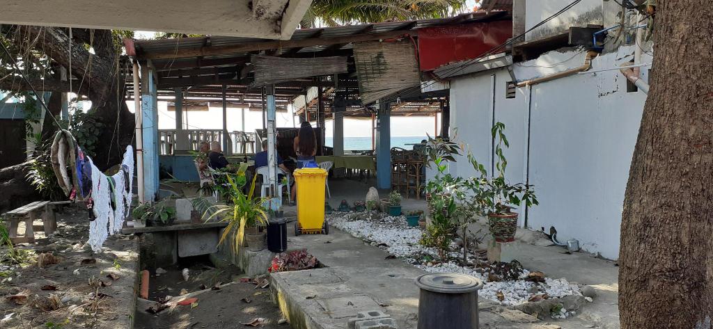 Bella's Beach Resort - Right on the Beach! (C), Bauang
