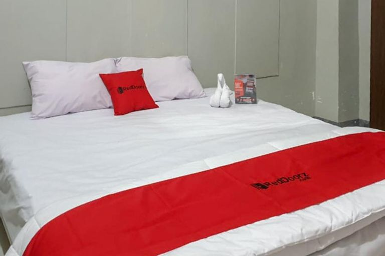 RedDoorz @ Hotel Yaki Mamuju, Mamuju