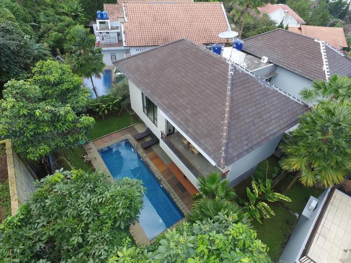 Permai 7A Villa 4BR with private pool, Bandung