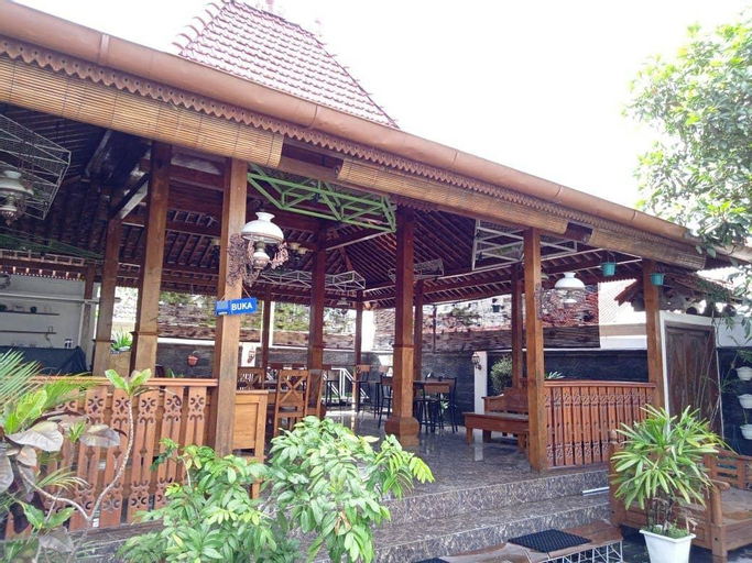 PENDOPO MGN, 3 bedrooms close to city center Jogja, Yogyakarta
