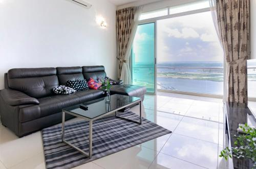 High Floor 2BR Tropez Waterfront, Sea View, Johor Bahru