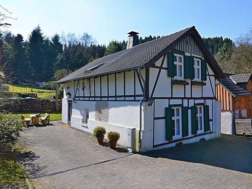 Cozy Holiday Home in Meschede Germany with Garden, Hochsauerlandkreis