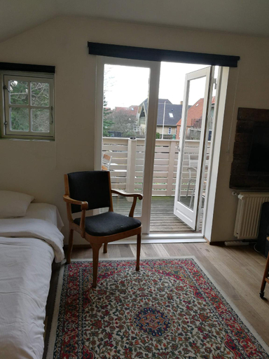 Cozy room with private balcony for 5 - Room 9, Tårnby