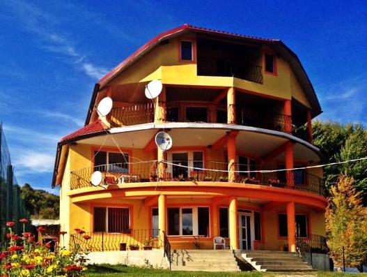 Casa Potcoava, Tulnici