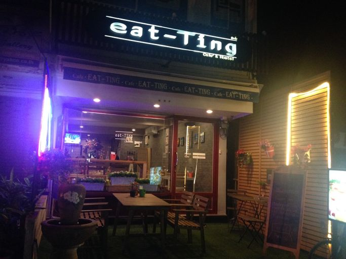 Eat - Ting Cafe and Hostel, Bang Plee