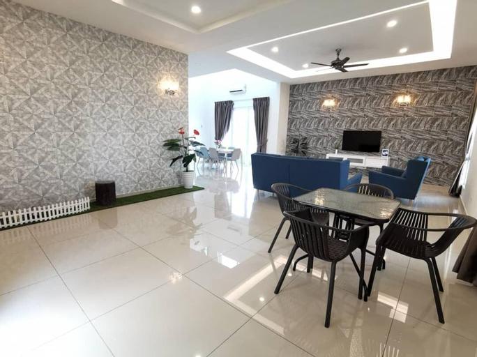 Klebang Bungalow Homestay 5 rooms for 12 pax, Kota Melaka