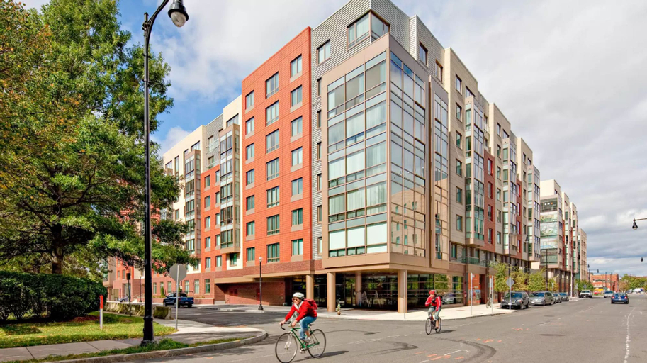 Global Luxury Suites at Kendall Square, Middlesex