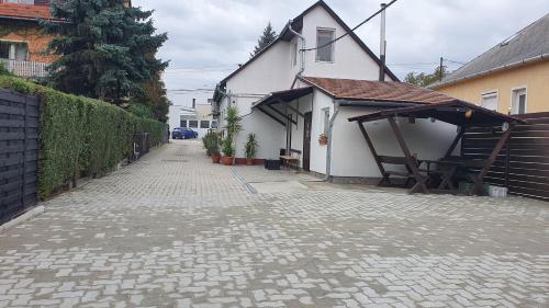 Ruttkai Vendeghaz, Székesfehérvár