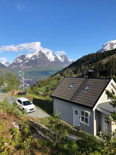 Tunold Gard - Freden, Stryn