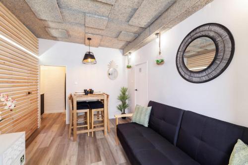 Cosy 1-Bedroom Apartment Sleeps 3 in Alfama, Lisboa