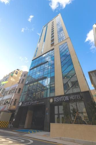 Ashton Hotel, Jung