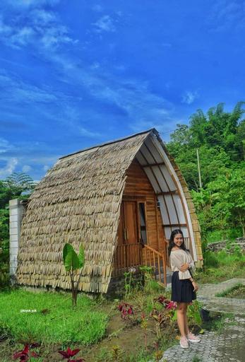 Villa Kampung Danau, Villa Unik di Tepi Danau, Sleman
