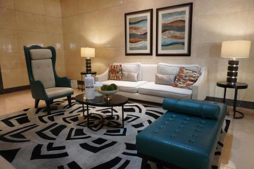 STAYCATION Suite at Venice McKinley Hill, Makati City