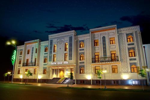 Emirkhan Hotel, Oqdaryo