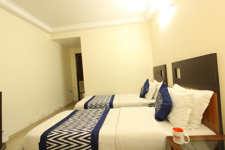 OYO 1377 Hotel Alfa, Surat