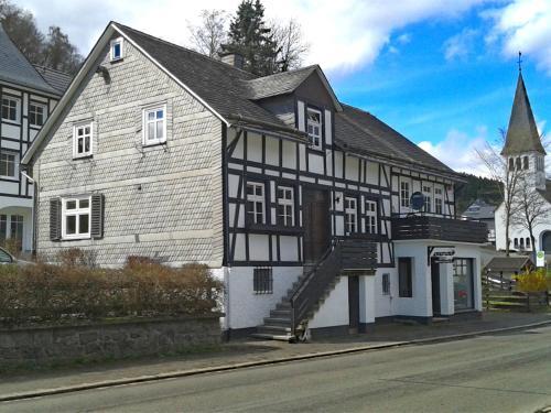 Expansive Holiday Home with Garden near Ski Area in Elpe, Hochsauerlandkreis