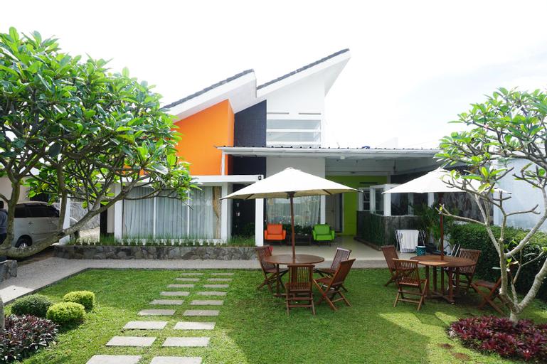 rumahkitakatumiri, Bandung