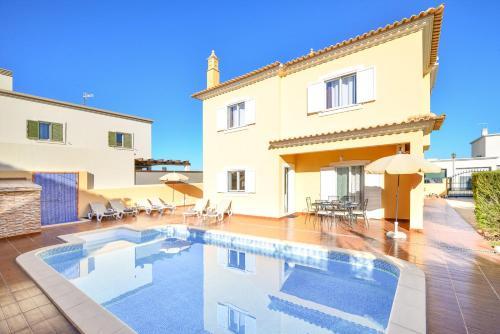 Vila com piscina a 5 minutos da Praia, Silves