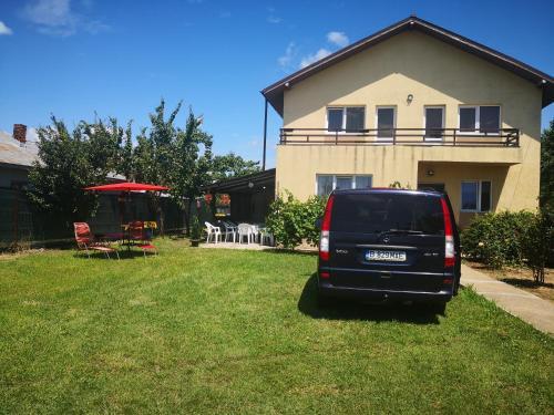 Villa Lenusk, Ulmi