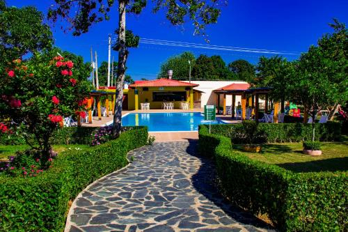 Modern and Secure Hotel with Pools and Restaurants, Bonao